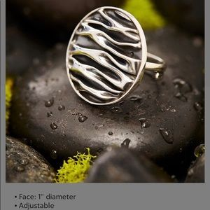 STERLING SILVER RIPPLE CIRCLE RING